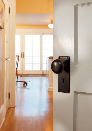 The Benson door set features a rolled edge backplate popular from the 1800s to the 1940s.