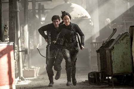Liam Hemsworth and Jennifer Lawrence - Mockingjay Part 1