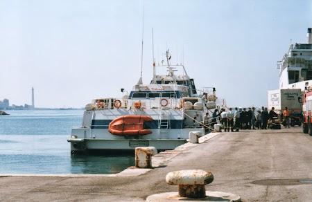 Catamaranul La Vikinga, curse Bari - Durres