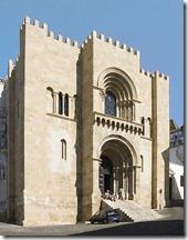 470px-Coimbra_Old_Cathedral_-_S_Velha_de_Coimbra_crop