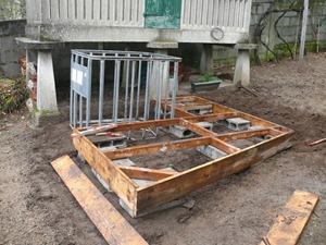 hecho esto tenemos que esperar a que vengan un par de das sin lluvia para tratar la madera para que no se pudra por supuesto para tratarla