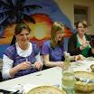 19.04.2011 - Basteln der Steine für die Gottesdienstbesucher (1).JPG