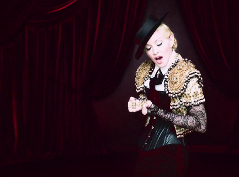 madonna-living-for-love3