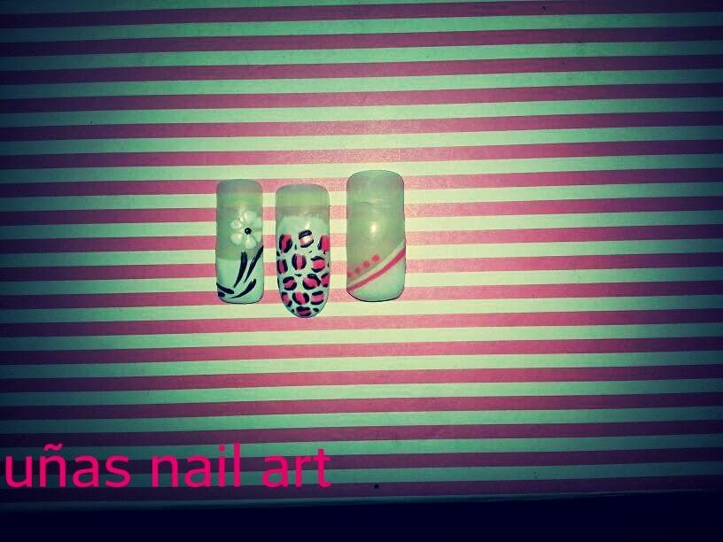 colornails Alicante: uñas pintadas a mano alzada