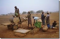 African women at well