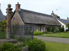 kinrossie cottage and mercat cross