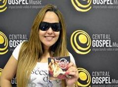 Novo-CD-de-Perlla-já-está-à-venda1