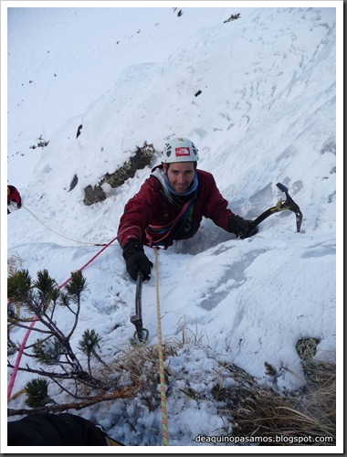 Cascada Mamporros para todos 100m WI4 ,III 90º (Aigualluts, Benasque, Pirineos) (Omar) 0452