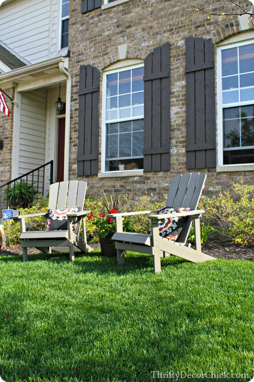 adirondack chairs in front yard