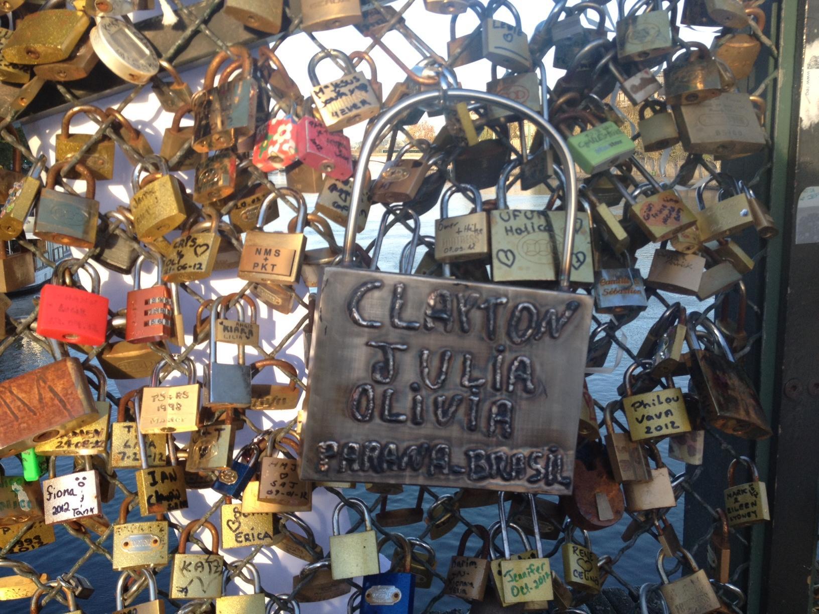 pont+des+arts+paris+amoureux+