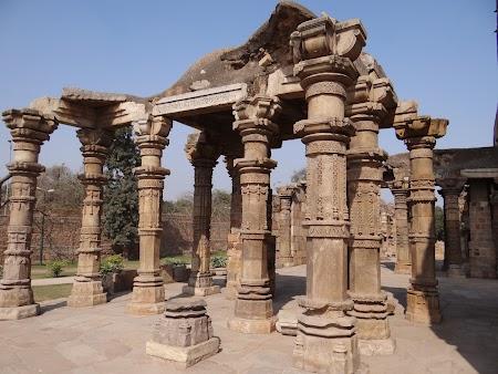 08. Urme templu hindus.JPG