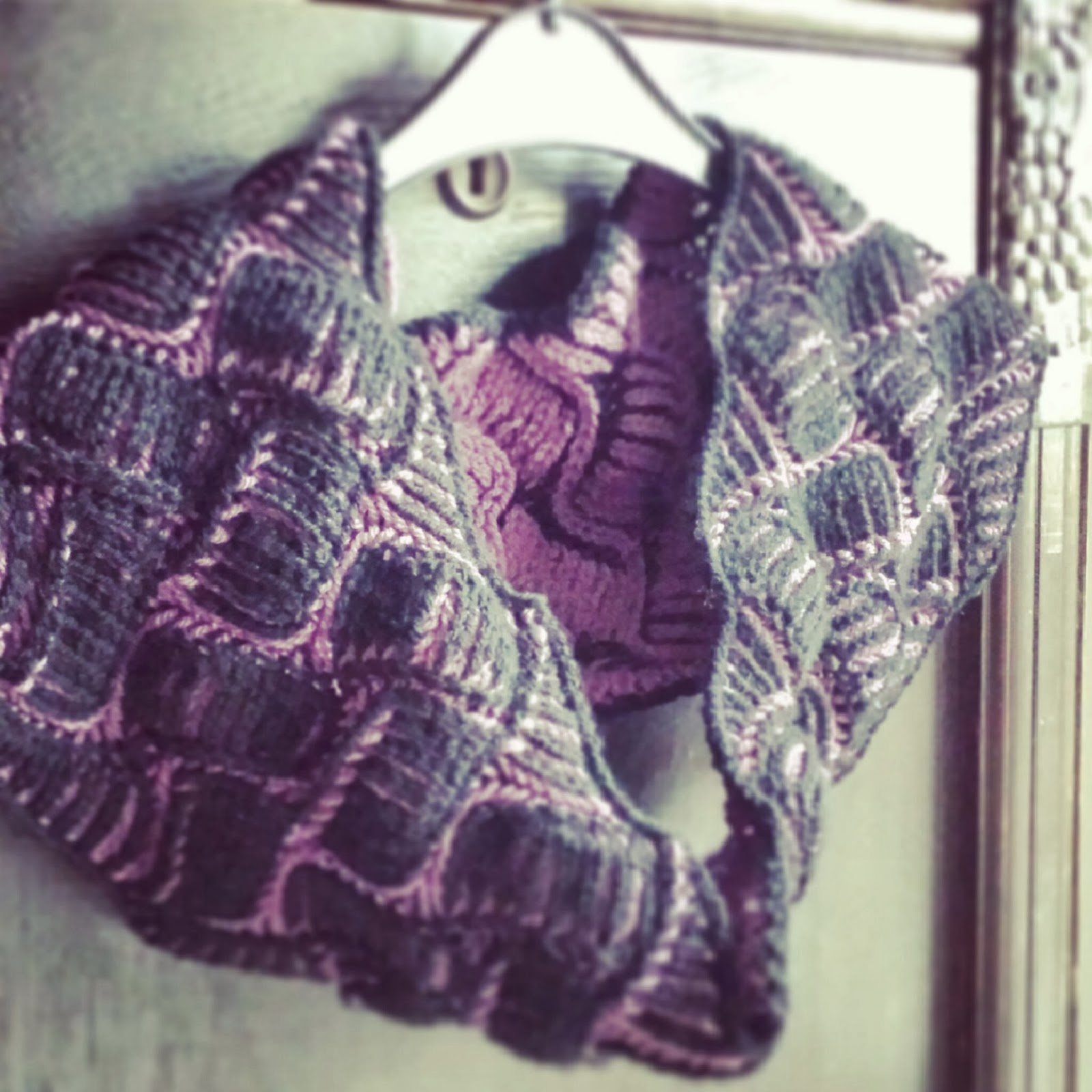 Knitting and so on: Nostalgia Brioche Cowl