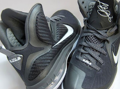 nike lebron 9 gr cool grey white 6 06 Releasing Now: Nike LeBron 9 Cool Grey/White Metallic Silver