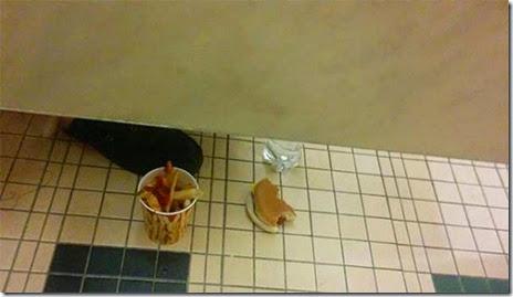 bathroom-craziness-006