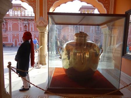 51. Vase cu ape de Gange.JPG