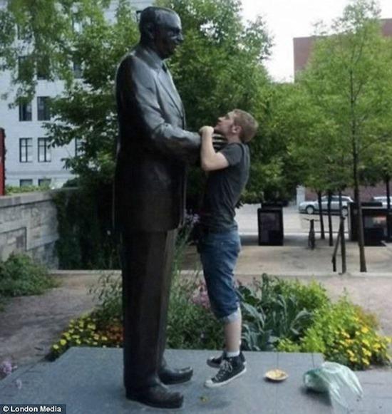 Interagindo esculturas 10