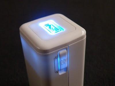 電源供給中は青く光るBTN-DC2W