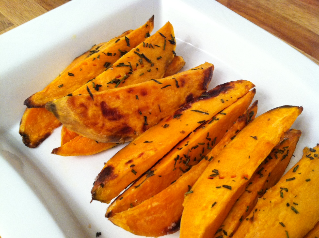 Eat, Create, Love: Sweet Potato Wedges with Roasted Garlic Aioli
