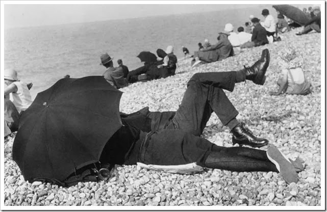 henri-cartier-bresson-umbrella