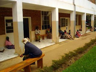 Des femmes victimes de viols en attente de consultations gratuites auprès du Docteur Denis Mukwege à l'hôpital Panzi (Bukavu - Sud-Kivu, RDC)