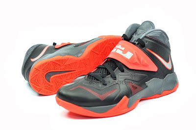 lebrons soldier7 black red 10 web The Showcase: NIKE SOLDIER 7 Miami Heat Away Edition
