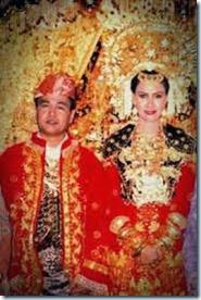 baju pernikahan adat minang kabau