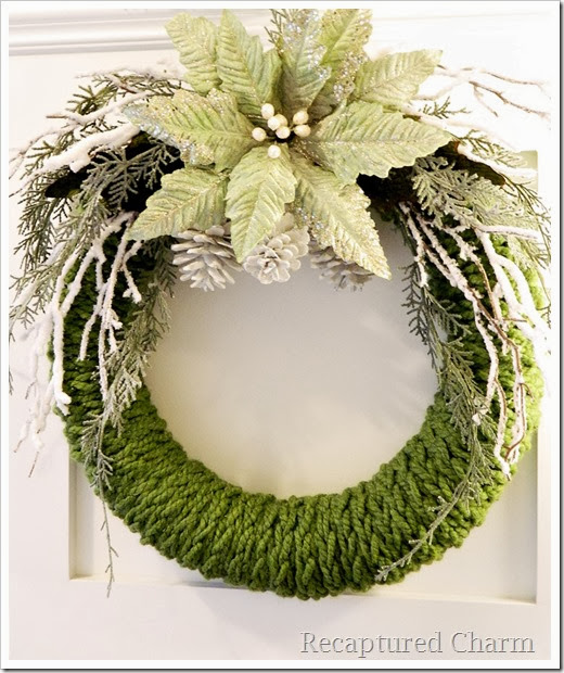 finger knitted christmas wreath11a