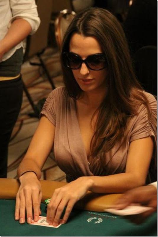 As garotas mais sexys jogarodas de poker (16)