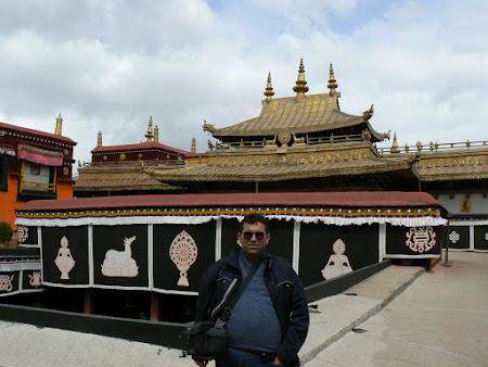 TibetL visiting Jokhang