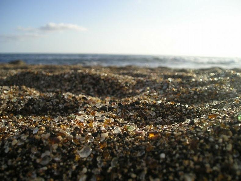 شاطى الزجاج glass-beach-9%255B