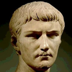 90 - Busto de Calígula