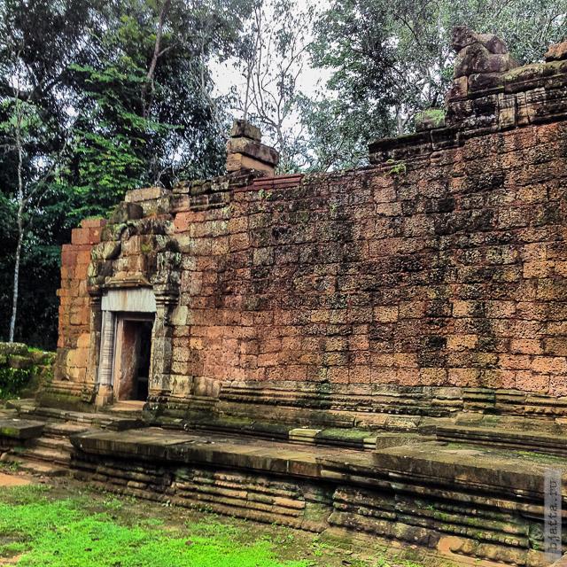 7. Ангкор Том, Angkor Tom. Погода соответствовала настроению и способствовала прогулкам. Всё же почти середина сезона дождей.