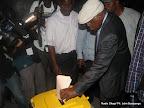Etienne Tshisekedi vote le 28/11/2011 à l'institut Lumumba à Kinshasa, pour les élections de 2011 en RDC. Radio Okapi/ Ph. John Bompengo
