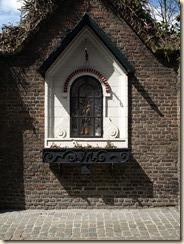 Hasselt: kapelletje tegen de muur van het begijnhof