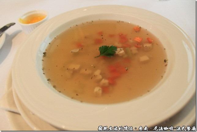尼法咖啡,法式餐廳。蔬菜雞絲清湯。
