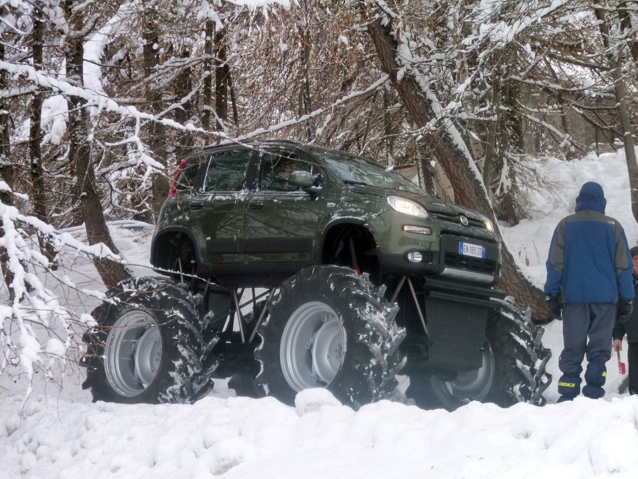 2013 fiat panda monster truck unveiled for Panda 4x4 extreme