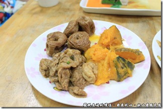 親山農園民宿,自助早餐店買回來的素菜。