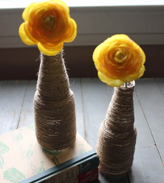 jute yarn wrapped bottle tutorial #diy #recycled #crafts