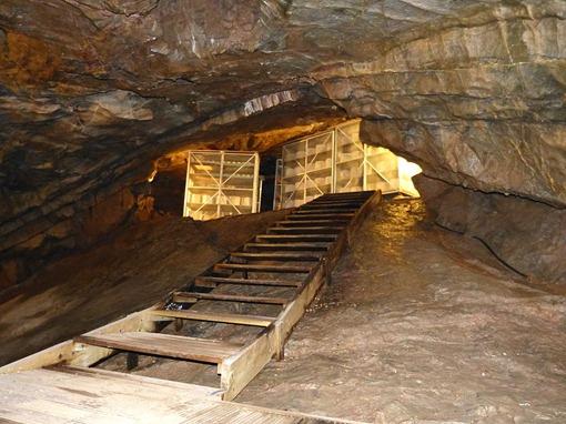 Созревание сыра в пещера Гуфа в Чеддере