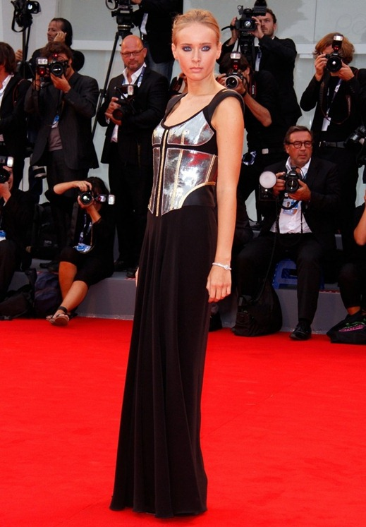 olga-sorokina-69th-venice-film-festival-03_original
