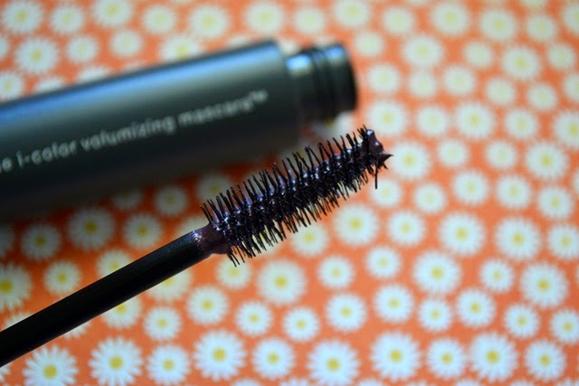 Almay Intense i-color Volumizing Mascara in Plum
