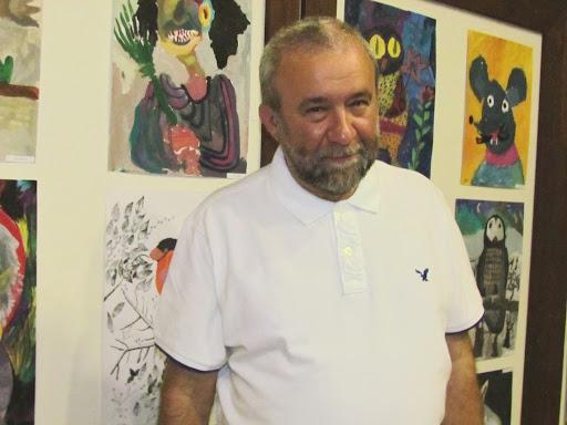 художник и работы его детей.JPG