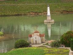 2013.10.25-063 église de Talmont et phare de Cordouan