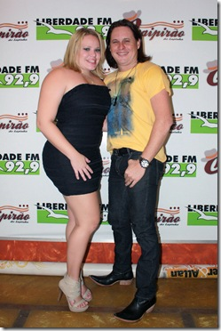 Paulinha Leite e o cantor Allan Fernandes
