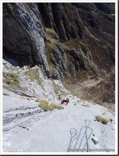 Via Intrusos 350m MD  7a  (6b A0 Oblig) (Alto Les Palanques, Picos de Europa) (Victor) 0054