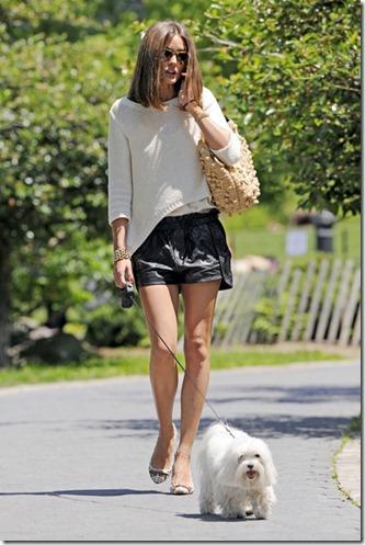 Olivia Palermo Olivia Palermo Walks Dog NYC QpupWFQUVWbl