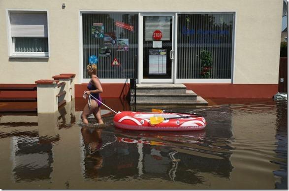 happy-flood-people-7