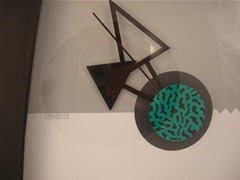 Memphis modern era wall clock designed by Canetti for the Arttime Collection (1984)