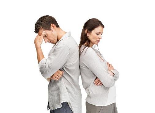 hombre-mujer-espalda-con-espalda