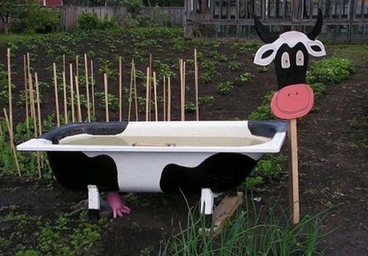 Садовые поделки из ванны
